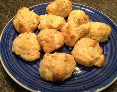 Low-Carb Keto Cheesy Garlic Biscuits (Like Red Lobster)