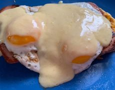 Low-Carb Keto Eggs Benedict – on a Chaffle
